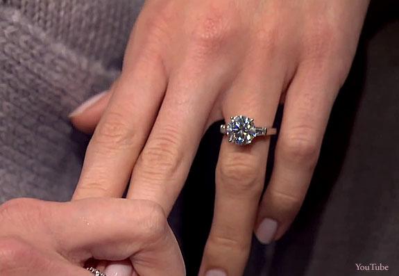 Girls Star Allison Williams Tells Late Night
