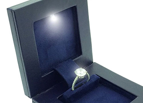 Ingeniously Designed Engagement Ring Box Is Sleek Enough