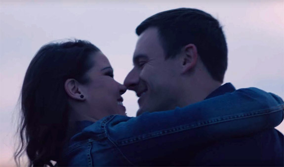 The love story between juan and sarah in the extra gum commercial
