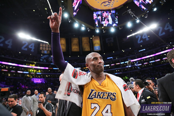 Lakers Present Kobe Bryant With 4.87-Carat Diamond Retirement Ring ... 0fc67ab1f