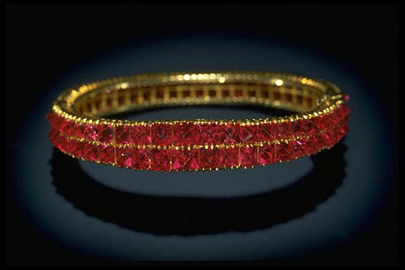 Photograph of a spinel bracelet (G8832) from the National Gem Collection