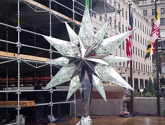 550 pound swarovski treetopper is the star of rockefeller center s annual celebration the jeweler blog 550 pound swarovski treetopper is the