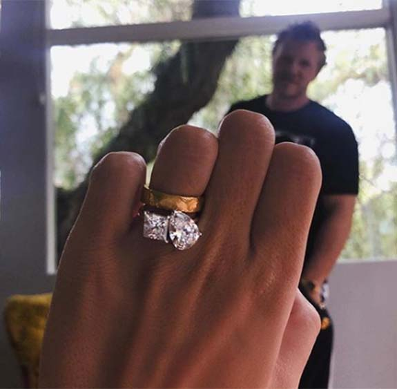 Emily Ratajkowski Replaces Paper Clip Engagement Ring With