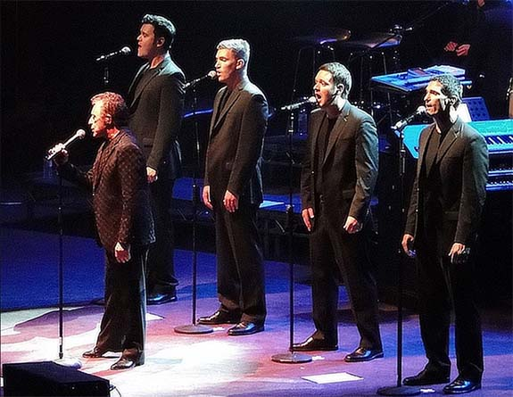 Music Friday: Wedding Ring Compels Frankie Valli to Sing